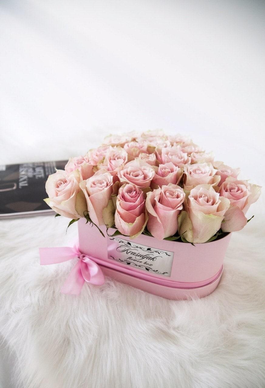 Roza kutija u obliku srca sa ruzama nezno roze boje