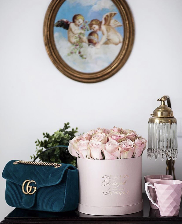 Kutija sa rozim ruzama