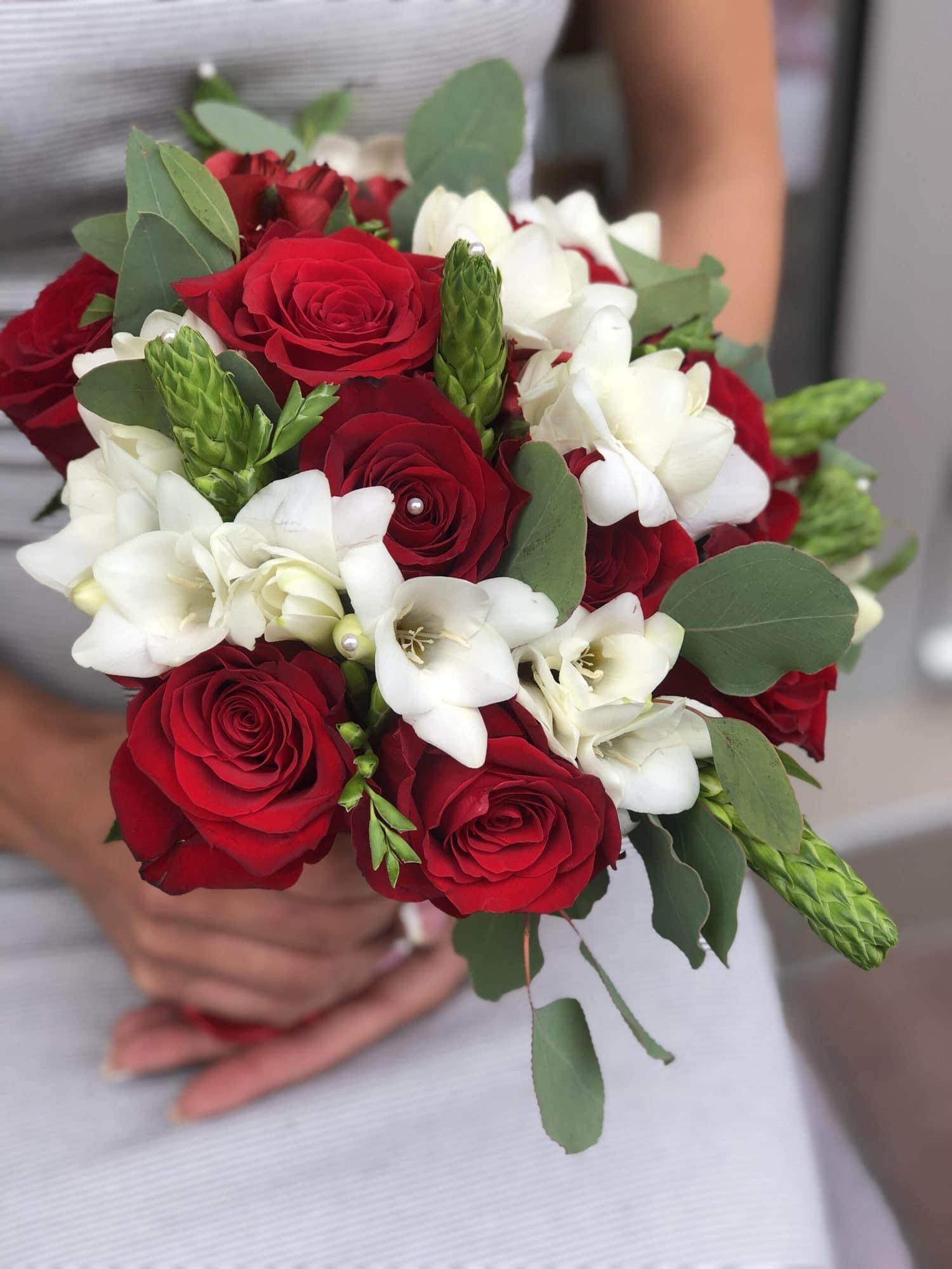 Bidermajer od prirodnih ruza, u beloj i crvenoj boji