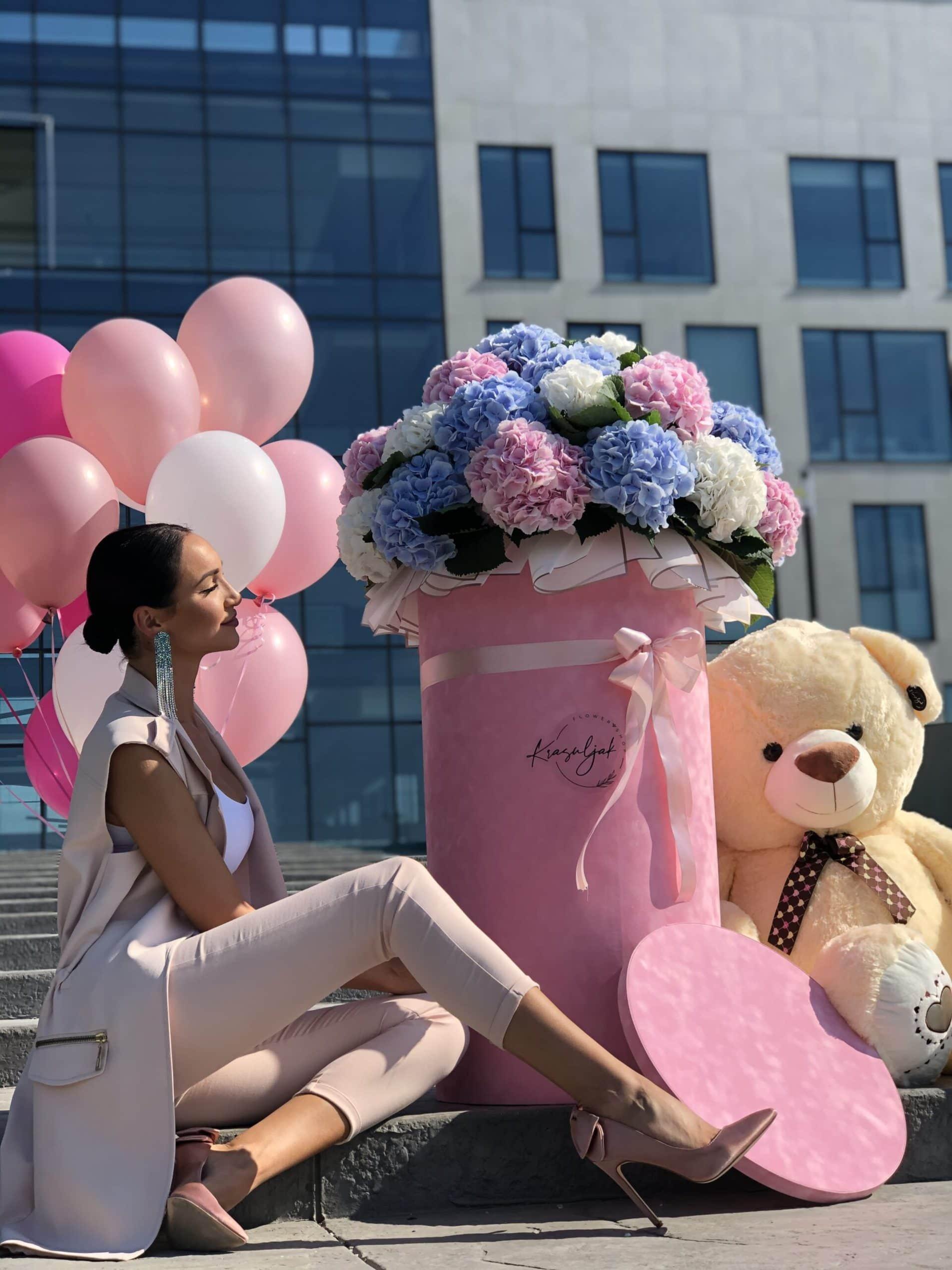 Kutija sa cvećem - ogromna plišana roza kutija sa cvećem, plišani medved, meda, baloni