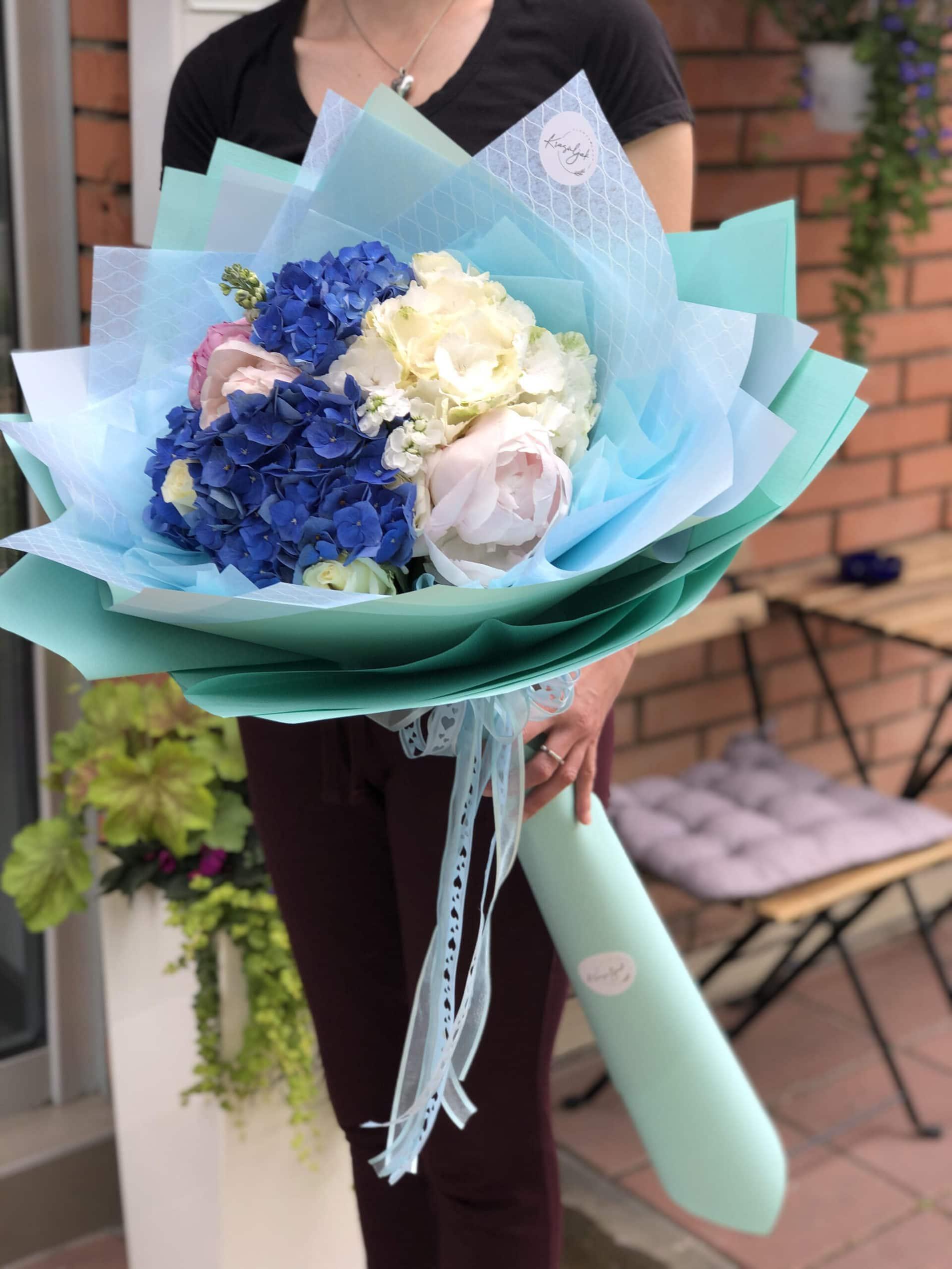 Cveće - buket cveća u plavo beloj boji