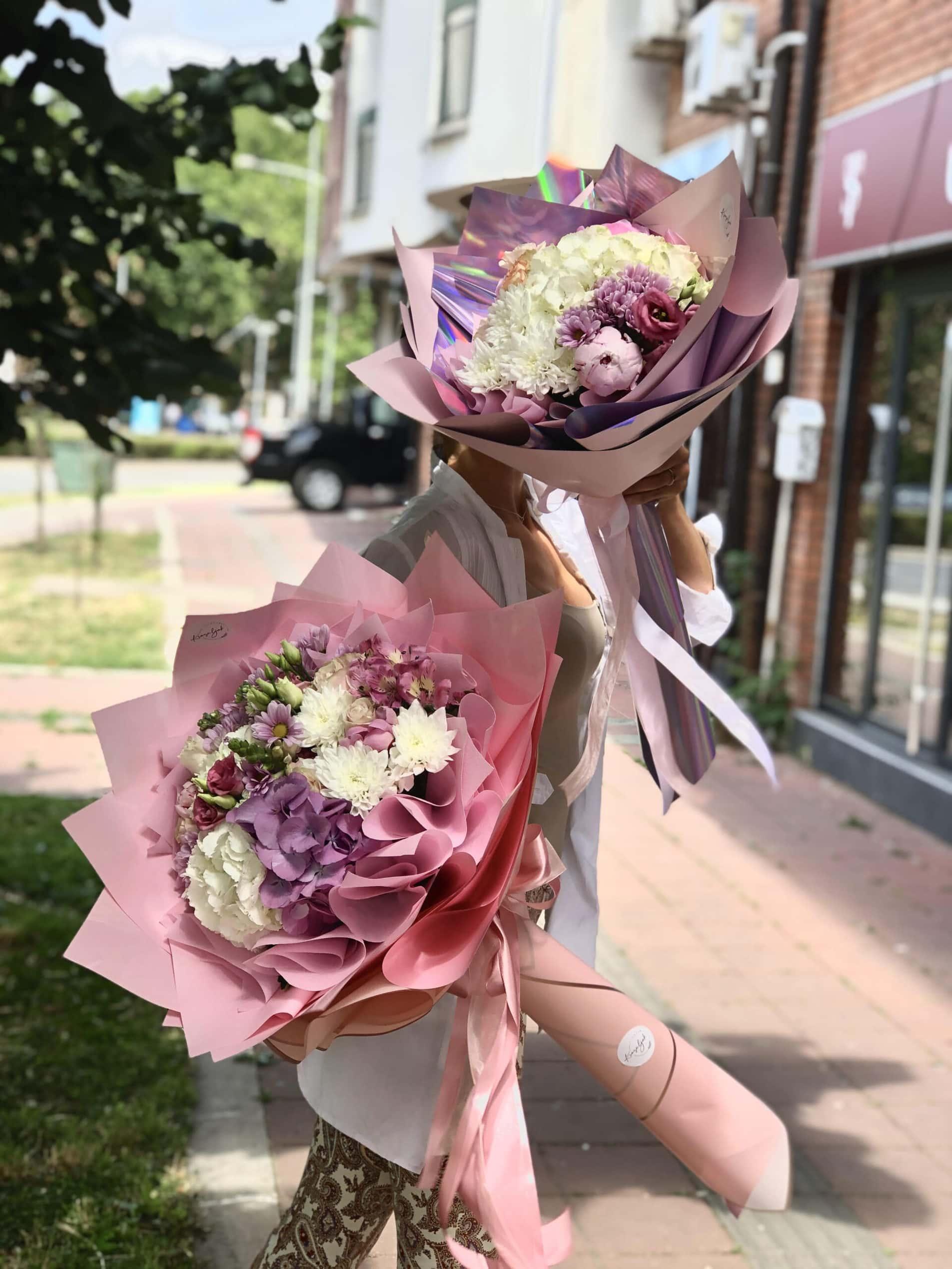 Cveće - šareni buketi, roze i ljubičasto cveće, ukrasni papir, cvećara