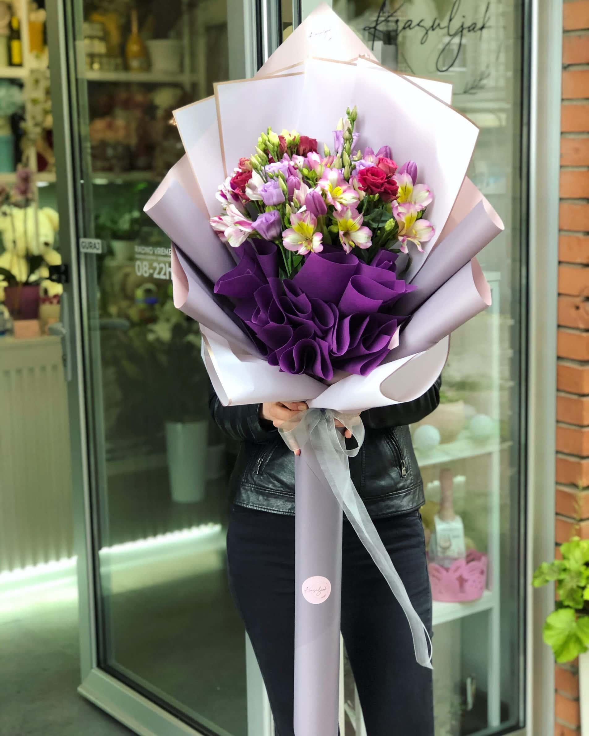 Cveće - šareno cveće u papiru sive i roze boje