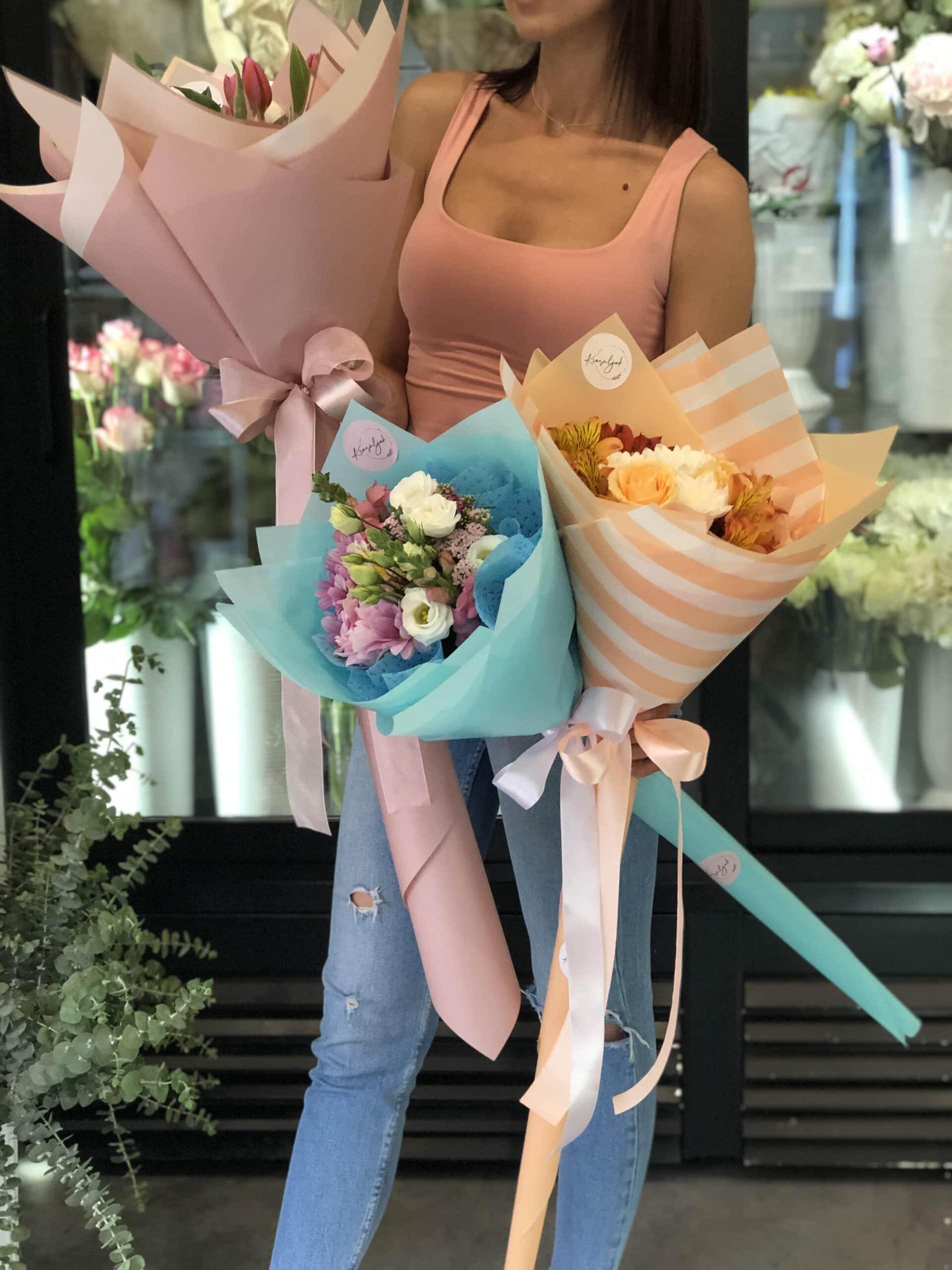 Cvece - plavi papir ukrasni, narandzasto beli ukrasni papir, cvecara novi sad, rozi papir