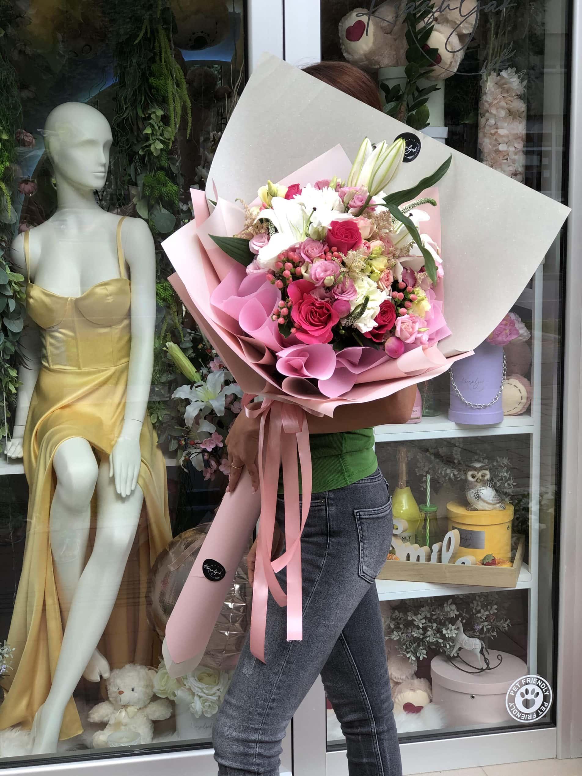 Cvece - cvecara Novi Sad, sareno cvece, ruze, rozi papir