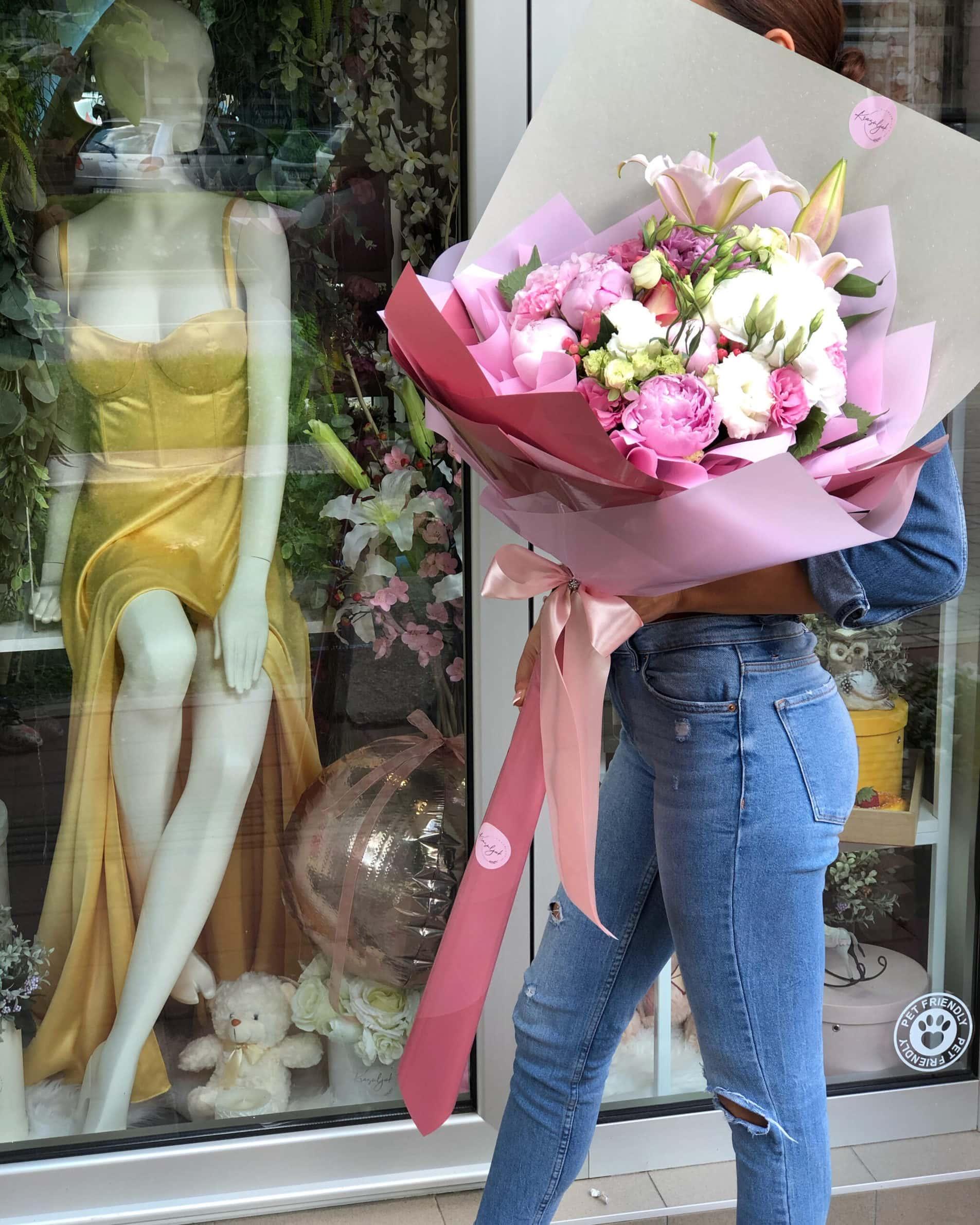 Cvece - buket cveca, belo cvece, rozi bozuri, cvecara Novi Sad Krasuljak