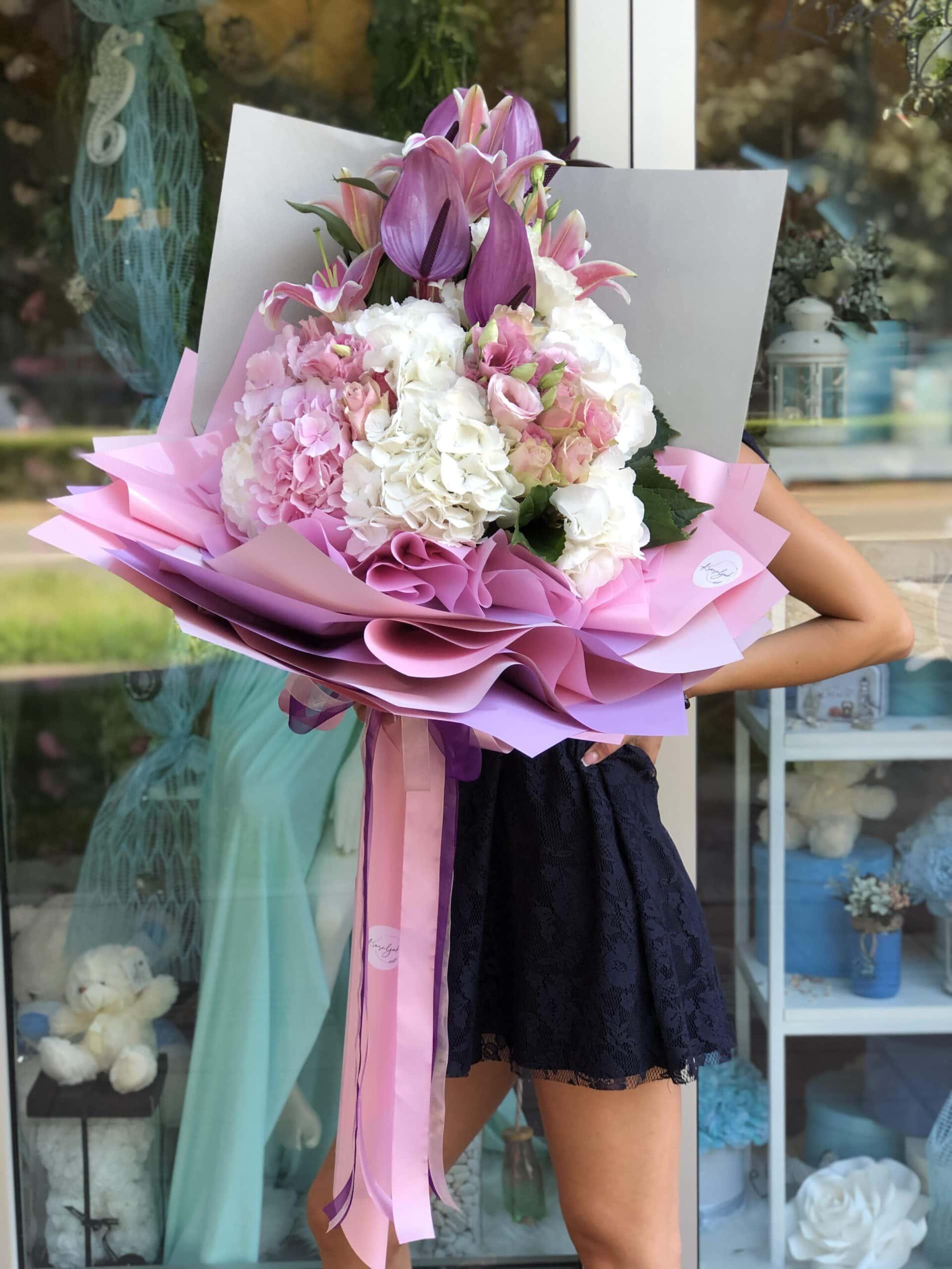 Buket cveca - ruze, astromerije, belo, roze