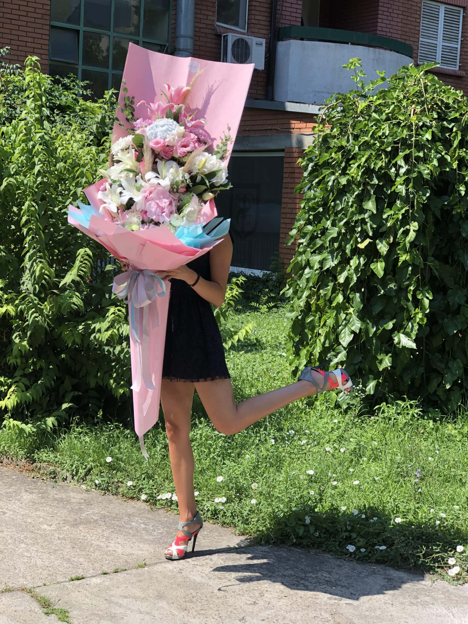 Cvece - buket cveca, rozi ukrasni papir
