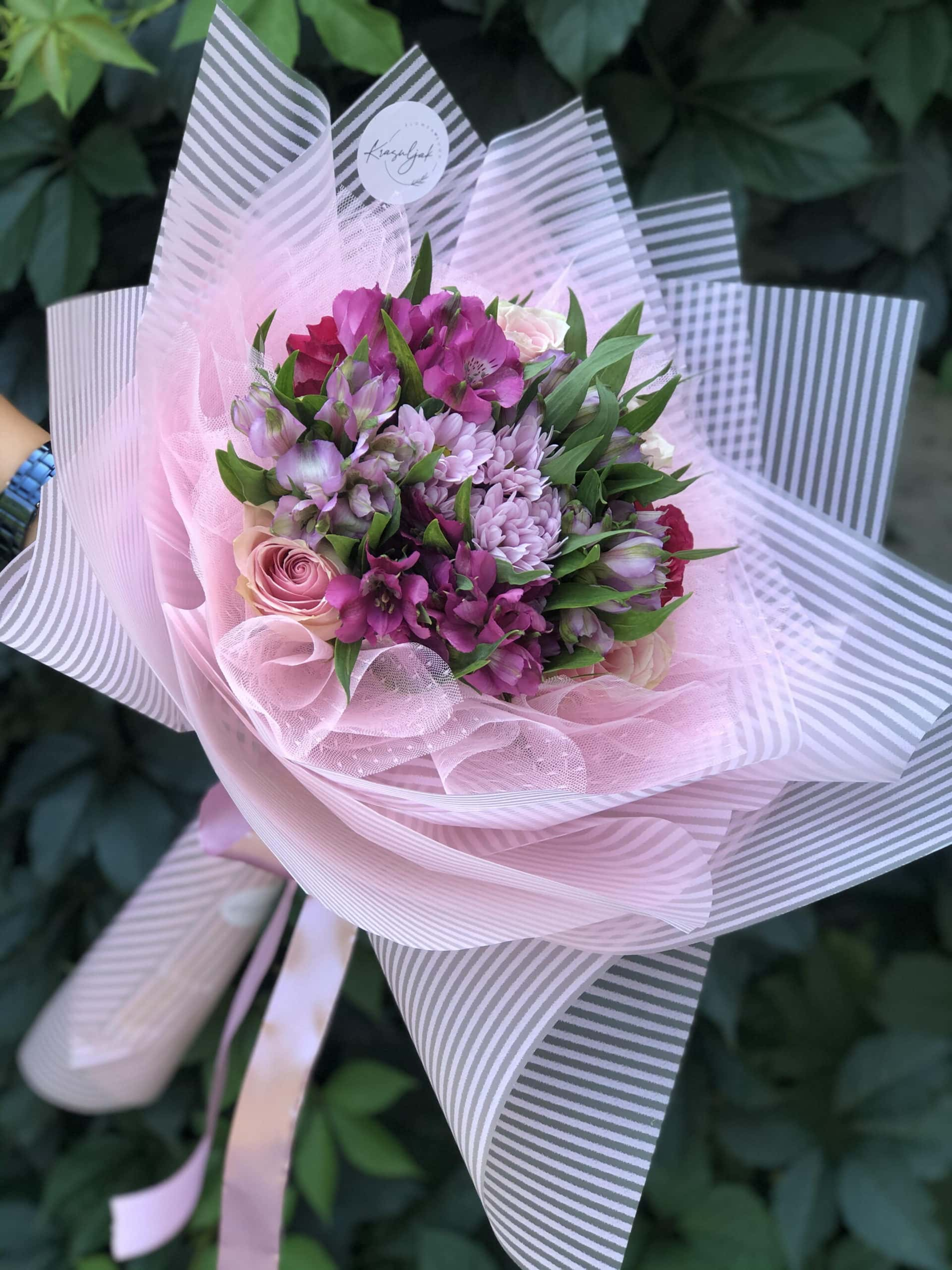 Cveće- Buket cveća, šareni, ukrasni papir, mašna