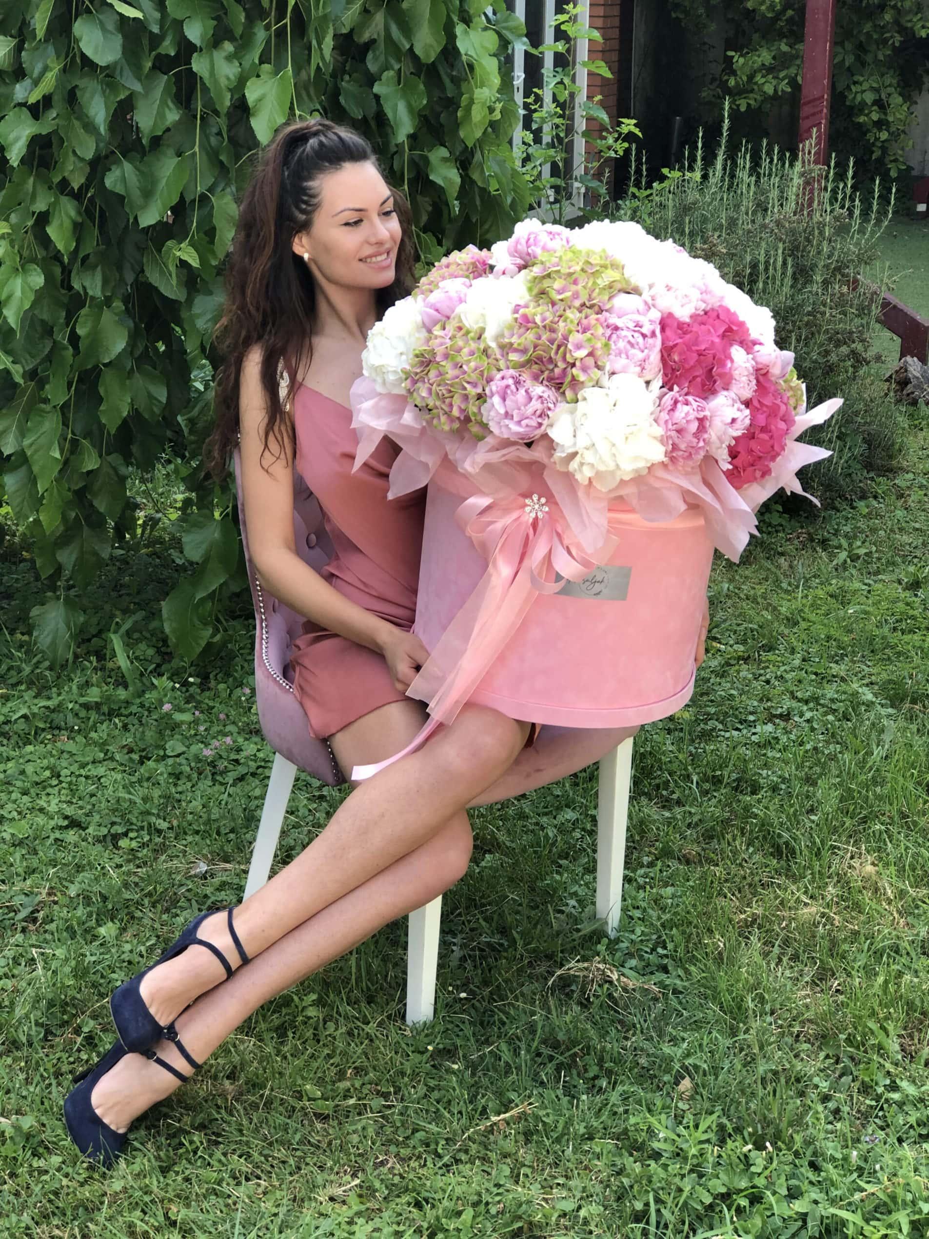 Cveće - Roza xxl pliš kutija sa šarenim cvecem